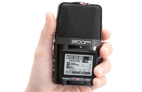 Zoom Handy Fits in the Hand